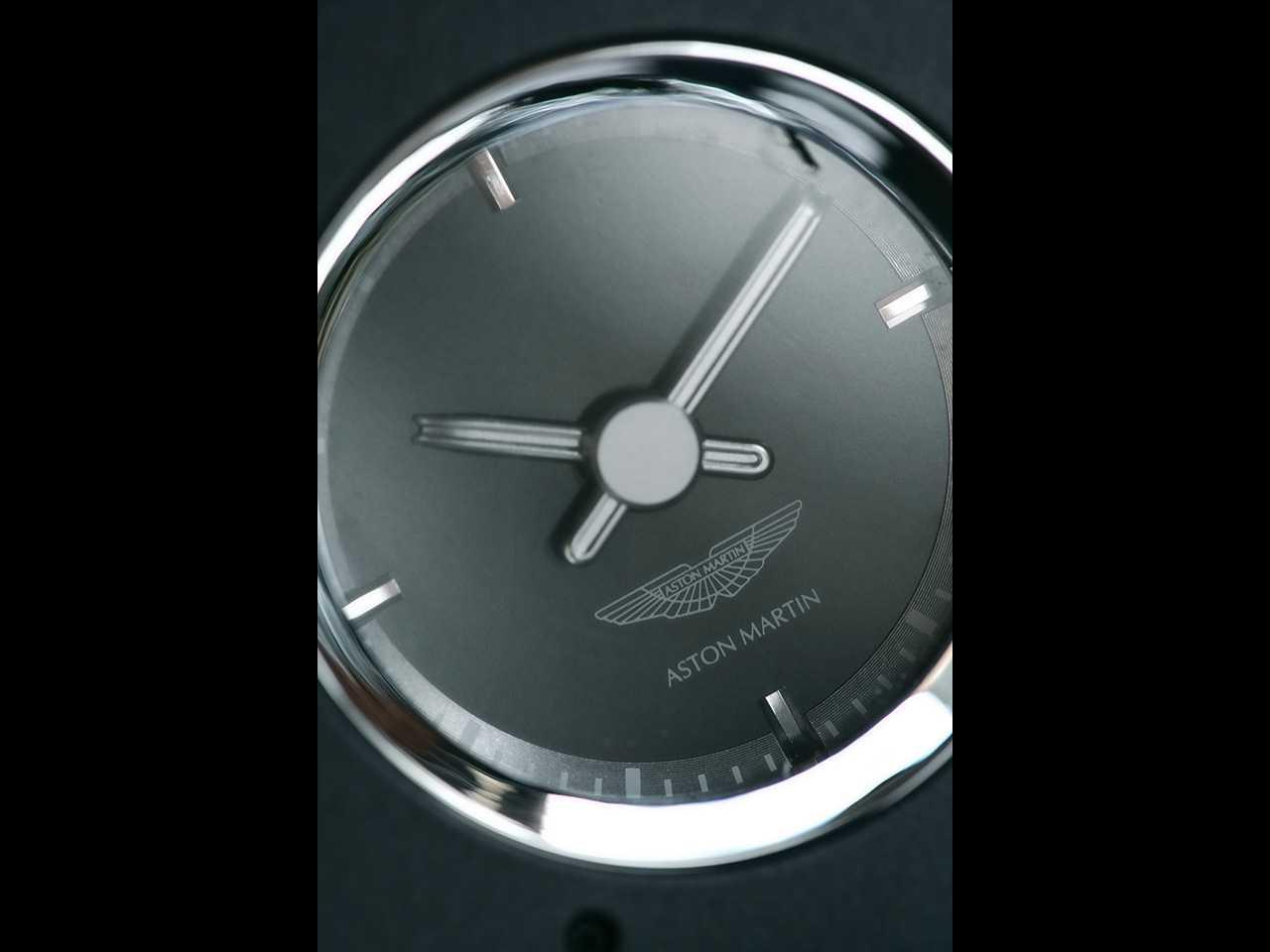 2007-Aston-Martin-V8-Vantage-Clock